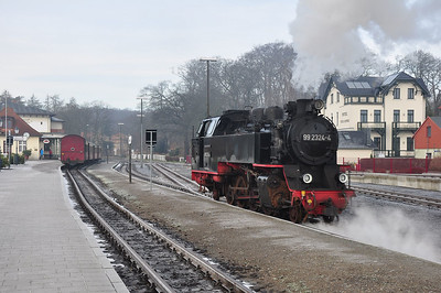99 2324 running through Bad Doberan station prior to working a service to Ostseebad Kühlungsborn West (03.02.2014)