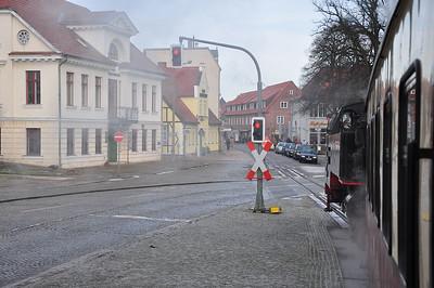 99 2324 approching Bad Doberan High Street (03.02.2014)