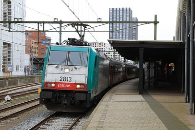 SNCB 2813 (a.k.a E186 205) standing at Den Haag Hollandspoor with IC9239, 12.45 Bruxelle-Midi - Amsterdam Centraal (03.04.2015).