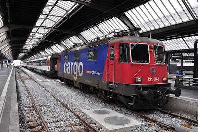 SBB Cargo 421 394 has just arrived at Zürich HB with IC181, 0556 Frankfurt Main Hbf - Zürich HB (24.08.2013)