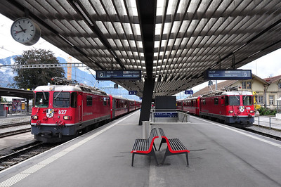 626 and 627 will depart within 2 minutes of each other - 626 will depart first with RE1033, 1047 Landquart - Davos Platz followed at 1049 by 627 with RE1233 (25.08.2013)