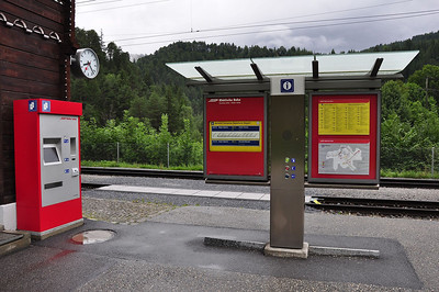 The Swiss and technology.......push the button and the driver knows that there is a passenger at the request halt (25.08.2013)