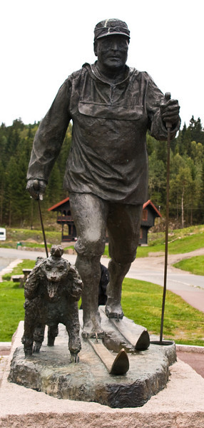 King Olav V and his dog Troll, a most popular King.