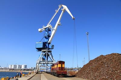 EVR 1327 at Paldiski docks on 0955 PTG 'Rail Wonders of Estonia' charter - 27/06/11