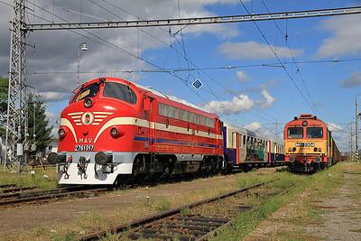 MÁV M61 017 at Slovenské Nové Mesto on the 'Karpátálja Expressz', M41 2304 on a freight  - 09/09/11.