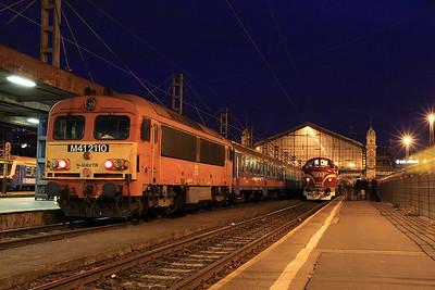 MÁV M41 2110 at Budapest Nyugati having just arrived on 2939 03.58 ex Lajosmizse  - 09/09/11.