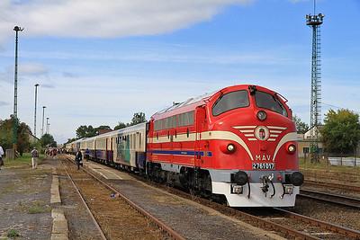 MÁV M61 017 pauses at Sárospatak on the 'Karpátálja Expressz'  - 09/09/11.