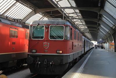 SBB 11131 at Zürich HB on S19068 16.40 to Muri  - 22/09/11.