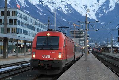 ÖBB 1216 006 at Innsbruck Hbf on REX1871 07.00 to Lienz - 29/02/12.