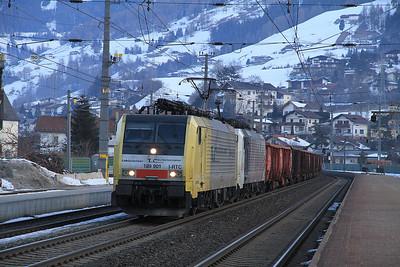 RTC 189901 / 189918 pass Matrei on a freight bound for Italy - 29/02/12.