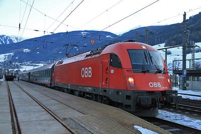 ÖBB 1216 006 at Matrei on REX1871 07.00 Innsbruck-Lienz - 29/02/12.