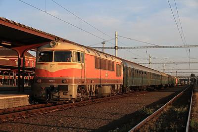 ex-ČSD T679 019 (776019) + T678 0012 (775012) at Leopoldov on the 18.45 'Rendez' extra ex Bratislava Vychod - 23/06/12.