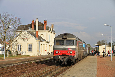 SNCF 67418 + 67578 arr Jonzac on 3856 1430 Toulouse-Rennes - 06/04/12.