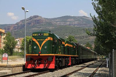 ARMF 308020 + 308017 at La Pobla de Segur having run round and ready to return to Lleida at 17.30 - 02/06/12.