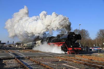 DB 41 1144 dep Bad Salzungen on D16570 10.22 Eisenach-Arnstadt ('Rodelblitz' Winter Sonderzug) - 05/02/12.