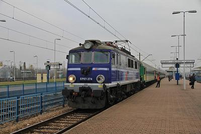 PKP EP07 374, Łódź Kaliska, I-19505 1208 ex Warszawa Wschodnia - 16/11/12.