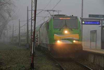 KM EU47 008, Warszawa Zachodnia Platform 8 (used to be Warszawa Wola), KM-51422 05.02 ex Działdowo - 16/11/12.