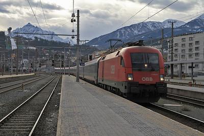 ÖBB 1116 077 arr Innsbruck Hbf, OIC867 10.11 Bregenz-Wien West - 27/12/12.