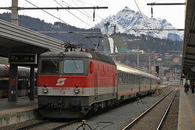ÖBB 1144 265, Innsbruck Hbf, OIC519 12.13 to Graz - 27/12/12.