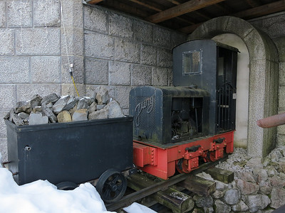 Jung 6862 (from the Karwendel mine) plinthed outside the 'Museum of Oil Shale Mining' in Pertisau - 31/12/12.