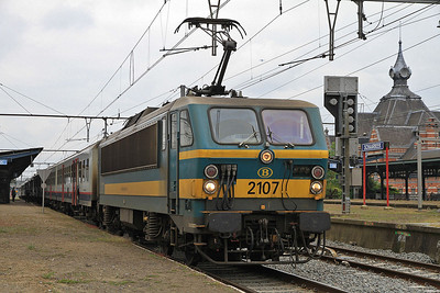 SNCB 2107, Schaarbeek, IC1933 12.06 to Moeskroen - 18/05/13.