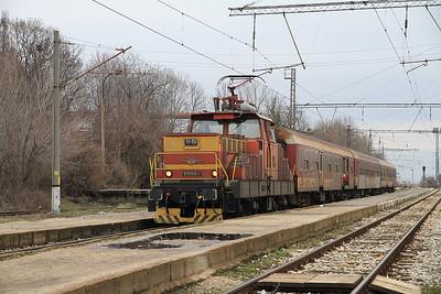 BDŽ 61008 dep Gorna Banja, 5611 17.00 Sofia-Petrič - 28/03/13.