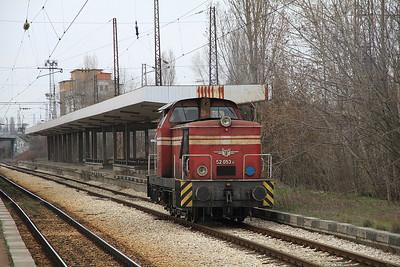BDŽ 52053 passes Puduyane light engine - 28/03/13.