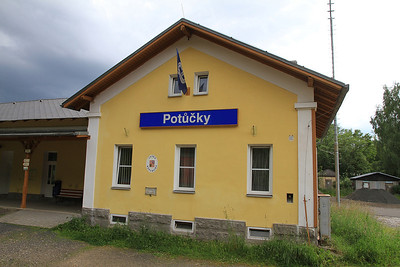 Potůčky station - the DB / ČD border - 04/07/13.