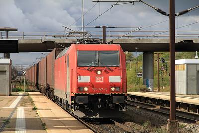 DB 185324 passes Høje Taastrup with a København-bound freight - 21/09/13.