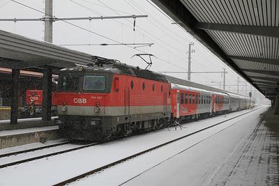 ÖBB 1144 233, Innsbruck Hbf, OIC519 12.13 to Graz - 24/02/13.