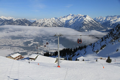 view from the Hahnenkamm looking down to Reutte - 01/03/13.