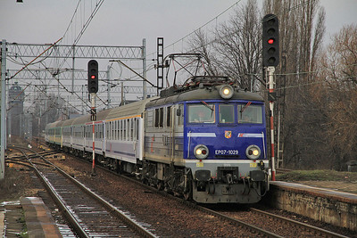 PKP EP07 1029 passes Chorzów Batory on I-83100 0523 Szczecin-Kraków - 08/02/13.