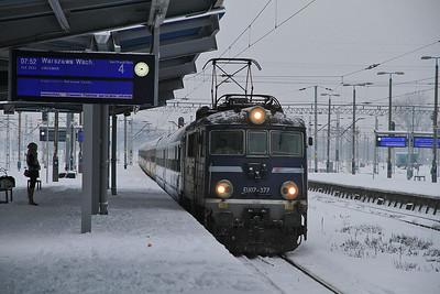 PKP EU07 377 arr Warszawa Zachodnia, I-9111 0600 Łódź Kaliska-Warszawa Wschodnia - 08/02/13.