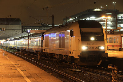 Dispolok 223010, Hamburg Altona, NOB81728 19.33 to Westerland (Sylt) - 01/02/14.