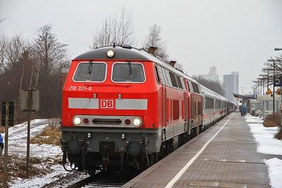 DB 218321+218297, Husum, IC2311 09.26 Westerland (Sylt)-Stuttgart - 01/02/14.