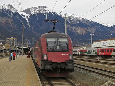 ÖBB 1116 214, Innsbruck Hbf, on rear of RJ165 10.40 Zürich-Budapest K. - 03/01/14.