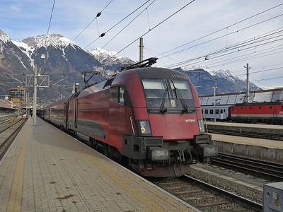 ÖBB 1116 220, Innsbruck Hbf, RJ160 07.30 Wien West-Zürich - 03/01/14.