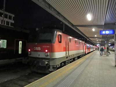 ÖBB 1144 069, Innsbruck Hbf, REX5377 17.43 to Kufstein - 03/01/14.