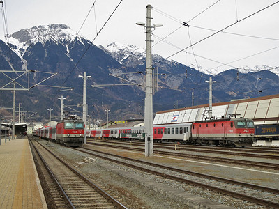 ÖBB 1144 207 / 1144 052 sit in the sidings at Innsbruck Hbf with the stock for this evenings REX5390 15.57 to Landeck Zams / REX5362 17.23 to Landeck Zams - 03/01/14.