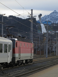 ÖBB 1144 207 sits in the sidings at Innsbruck Hbf with the stock for this evenings REX5390 15.57 to Landeck Zams - 03/01/14.