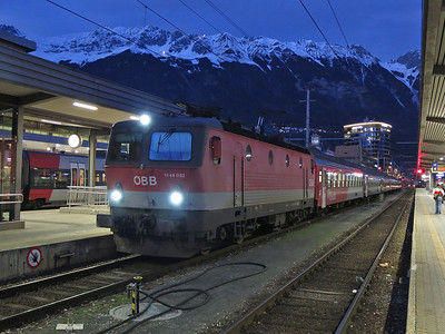 ÖBB 1144 052, Innsbruck Hbf, REX5362 17.23 to Landeck Zams - 03/01/14.