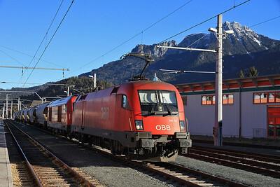 ÖBB 1116 121 + 2016 041, Reutte In Tirol, Eastbound tanks - 24/02/14.