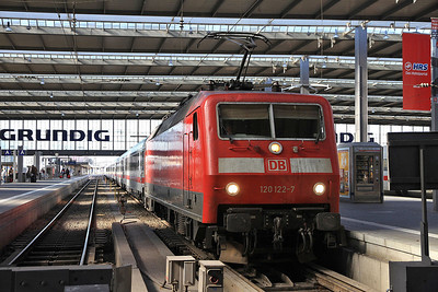 DB 120122, München Hbf, having worked in the ECS for IC2260 12.47 to Karlsruhe - 24/02/14.