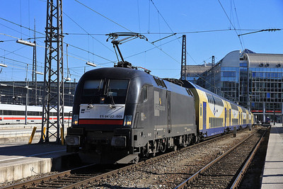 Dispolok 182509 (on hire to Meridian), München Hbf, M79069 12.44 to Kufstein - 24/02/14.