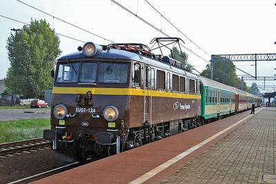 PR EU07 124, Sochaczew. IR-18107 07.48 Warszawa Wsch.-Świnoujście - 09/08/14.