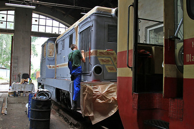 PGTKW Lxd2 345 being repainted in the workshop at Piaseczno Miasto - 08/08/14.