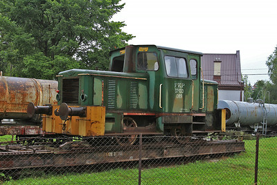 PKP SM03 089 on a 1000mm gauge transporter wagon in the yard at Piaseczno Miasto - 08/08/14.