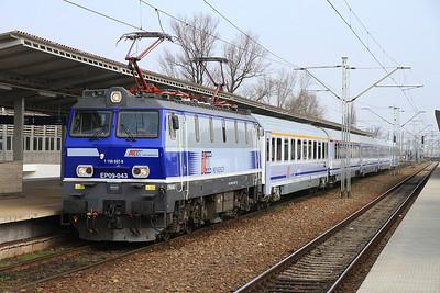 PKP EP09 043, Warszawa Wschodnia, EC105 12.07 to Wien West - 08/03/14.