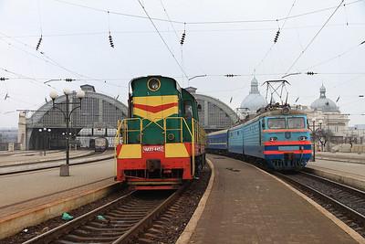 UZ ChME3 4452, Lviv, VL10 1484 behind on 108P 18.58 (prev day) Odesa-Uzhhorod - 09/03/14.