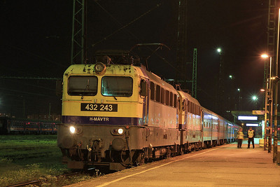 MÁV 432243 (+ 432250 inside),  Szolnok, 3351 22.19 to Budapest Keleti  - 04/04/14.